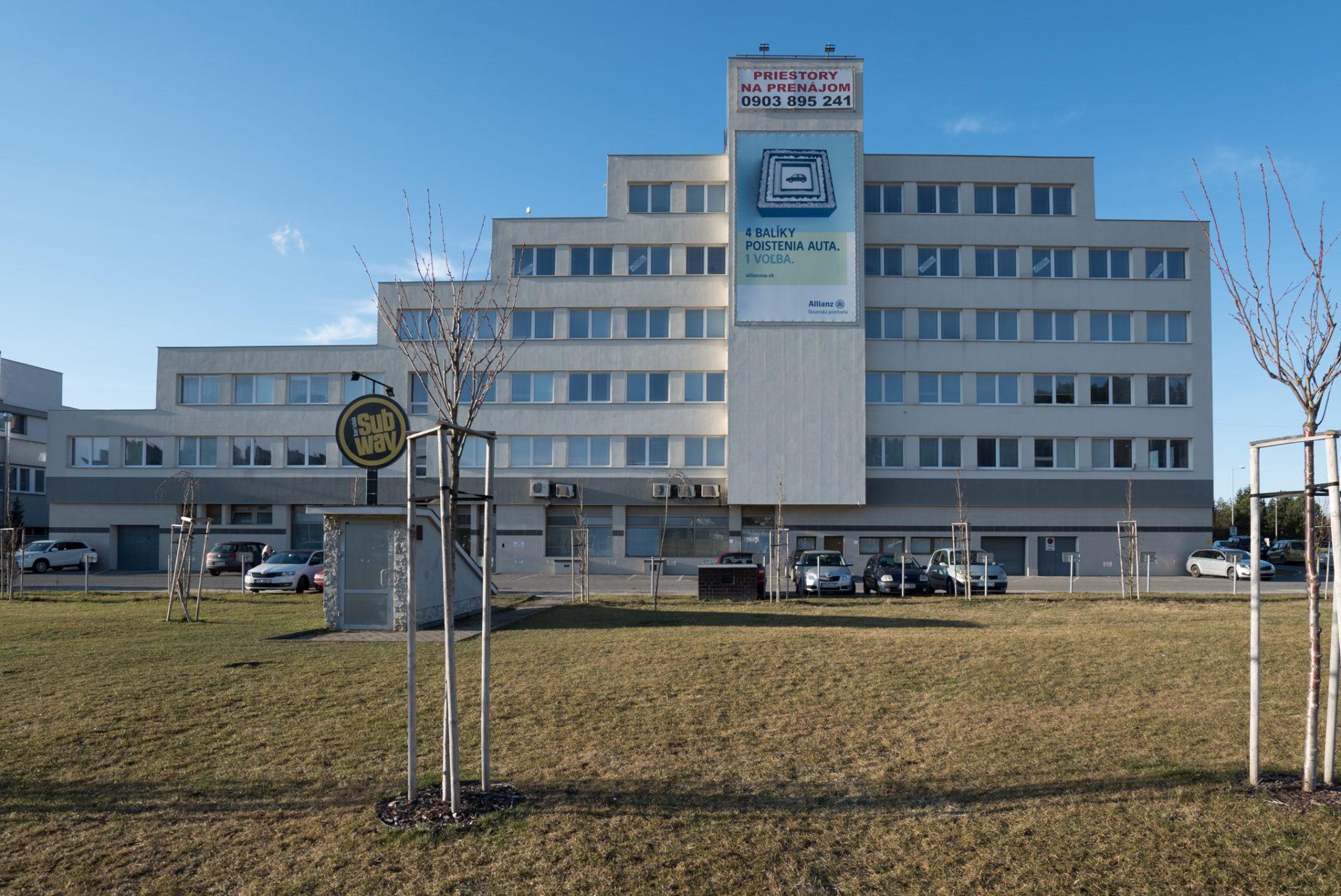 budova satos kancelárie na prenáom